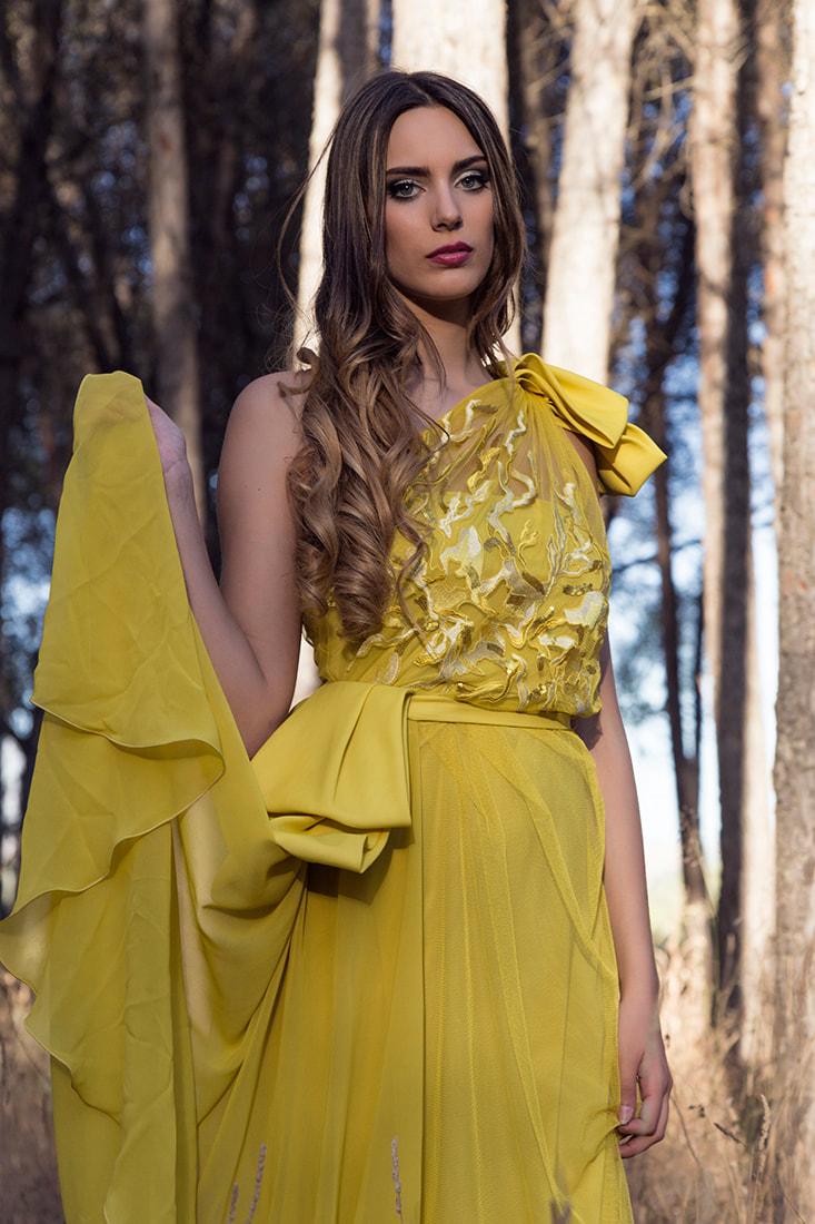 vestido de fiesta amarillo de alquiler