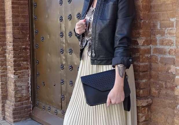 La falda plisada para cualquier momento del día, mezclando estilos