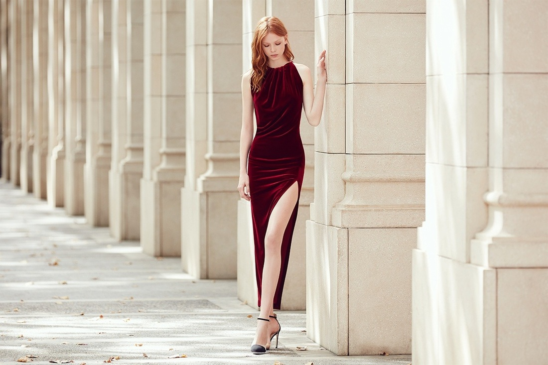 Los vestidos largos de terciopelo, los must have de la temporada.
